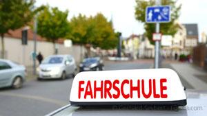 Fahrschule - Der Fahrlehrer ist grundsätzlich kein Fahrzeugführer im Sinne einer Ordnungswidrigkeit