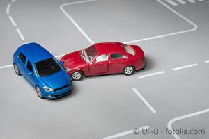 Unfall im Kreuzungsbereich - Autounfall - Nachzüglervorrang vs. Sorgfaltsanforderung - Verkehrsrecht